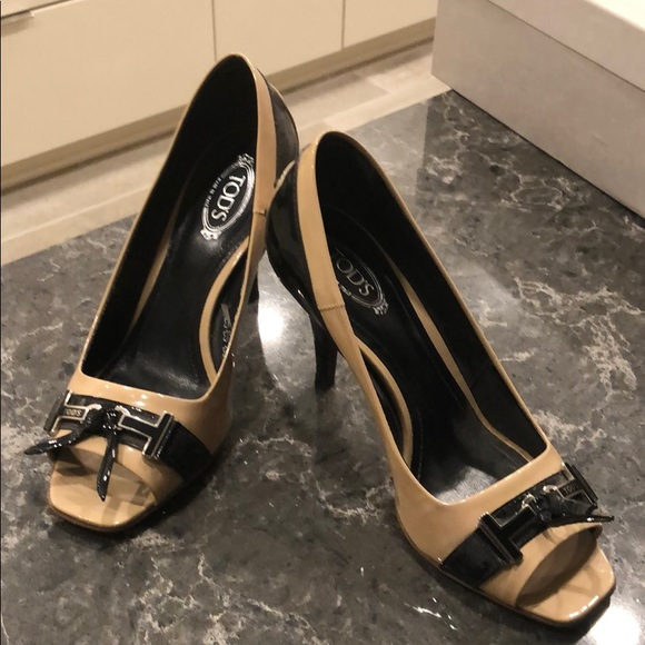 Tod's Shoes - Tod's women's tan and black open toe pump